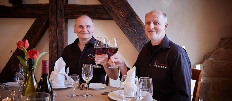Andreas und Helmut Kollofrath prosten Ihnen zu